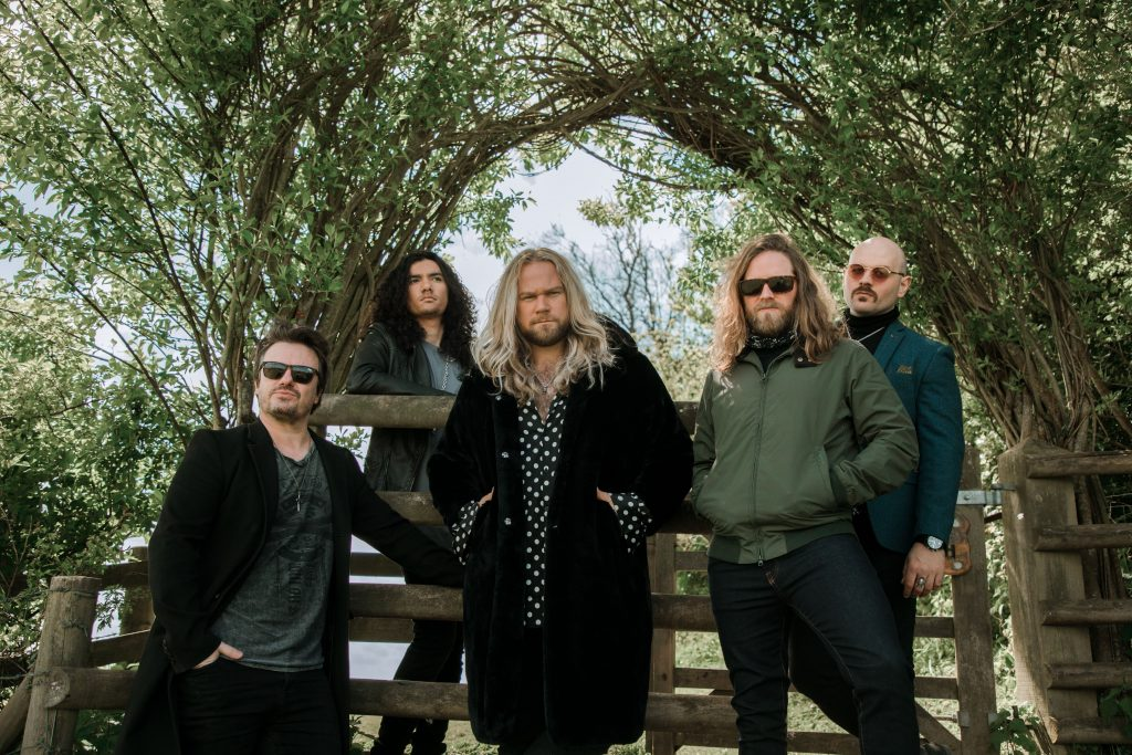 Inglorious to release a covers album Heroine, See the video for the new single here.